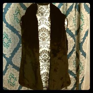 American Eagle Outfitter Faux Fur Vest Sz XL